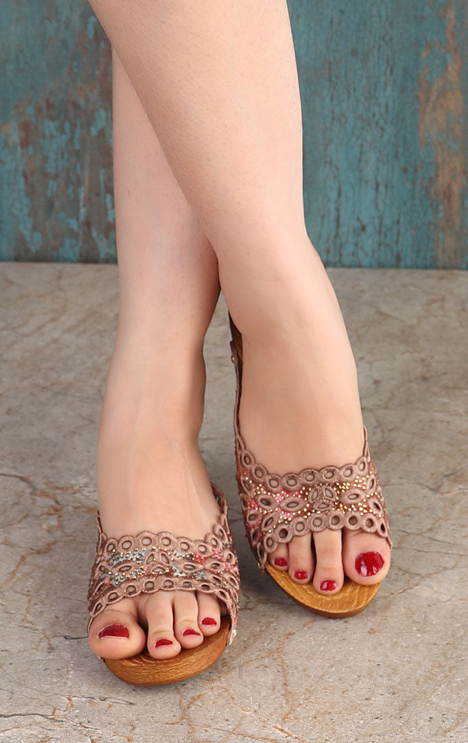 Shaded pink Embroidered Wedge Heels