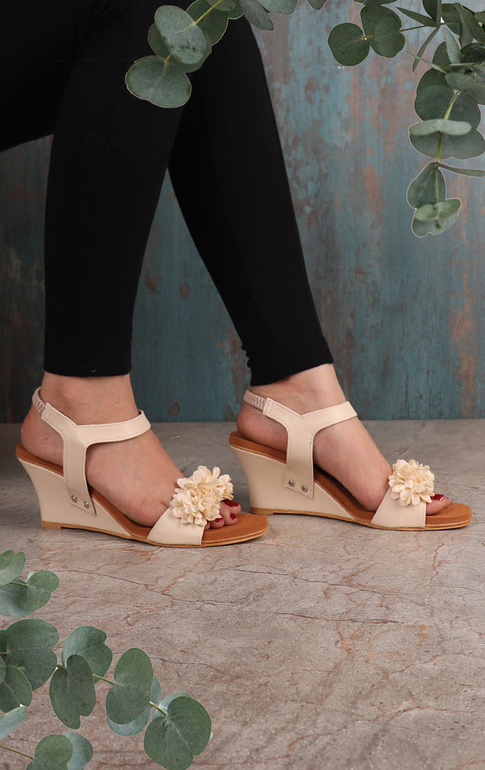 Blooming Flower Wedges In White
