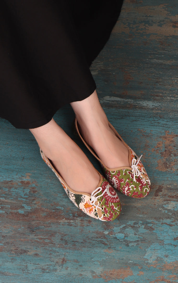 Fabric Bellies With Decorative Laces
