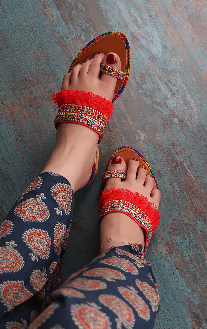 Red One Toe Kolhapuris