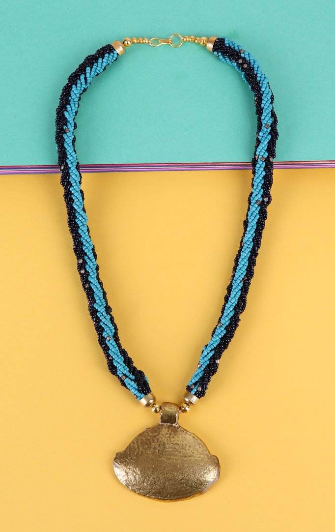 Pendant Beaded Necklace Set in Blue