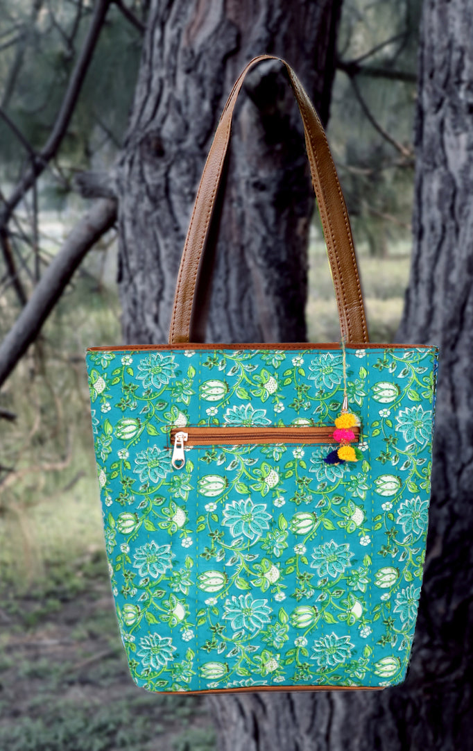 Nonchalant me Tote Bag in Light Green