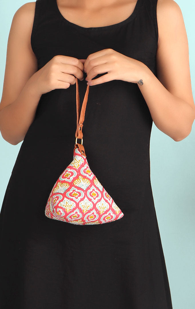 THROWBACK TO LOVE  MINI TRIANGLE PURSE