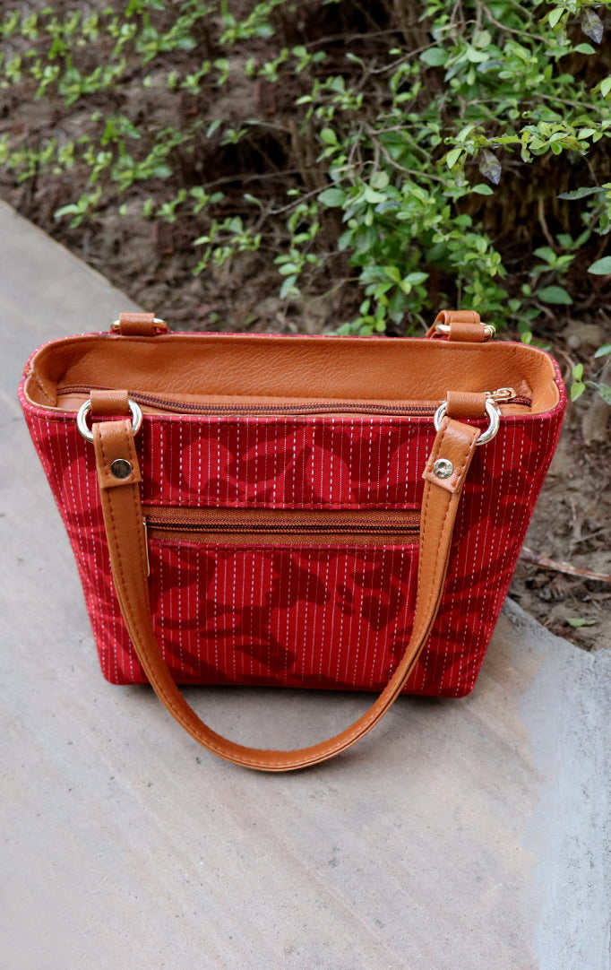 Floral Print Handbag in Red Color