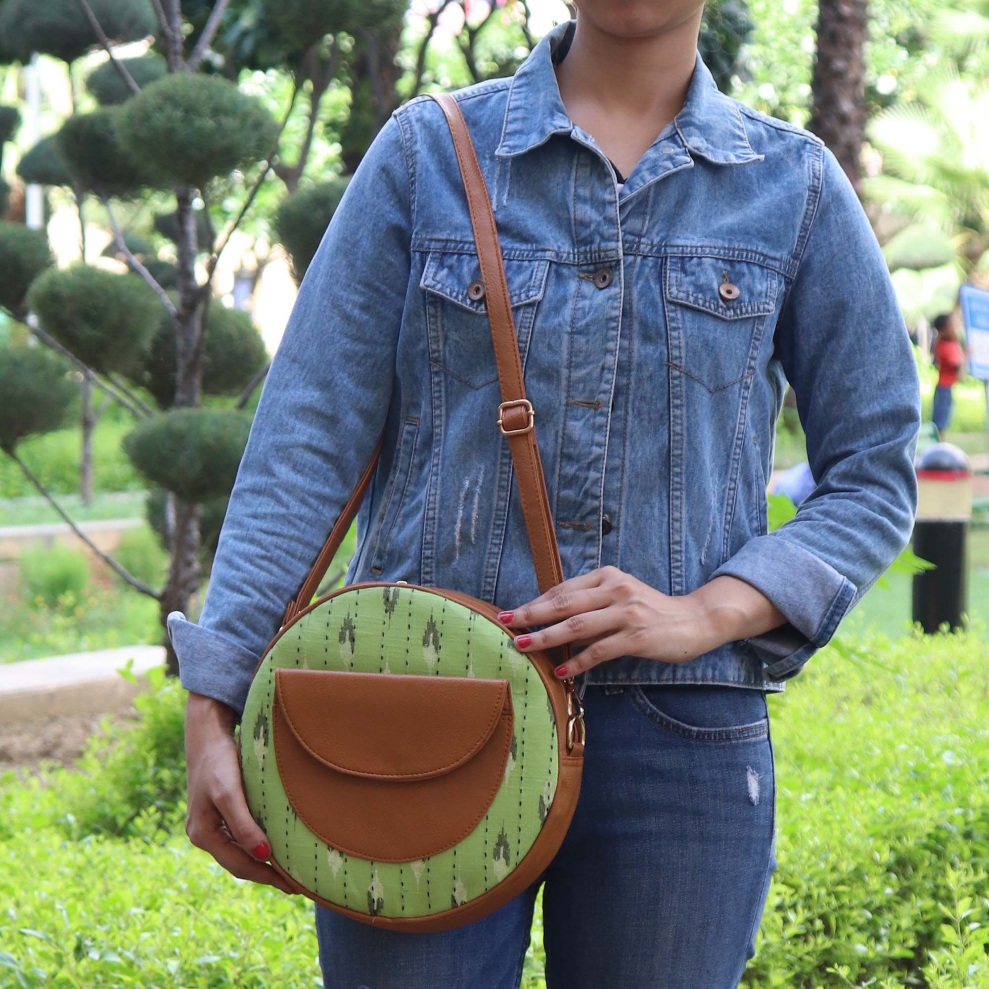 QUIRKY SOUL ROUND SLING BAG WITH IKKAT PRINT