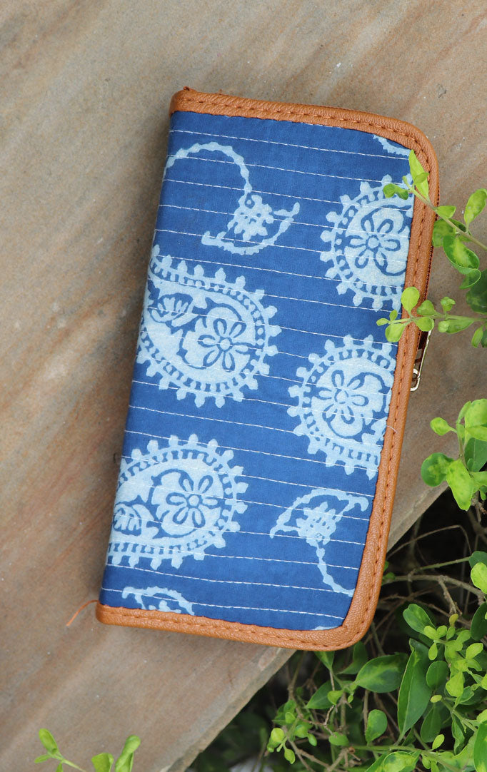 BLUE PAISLEY PRINT PURSE