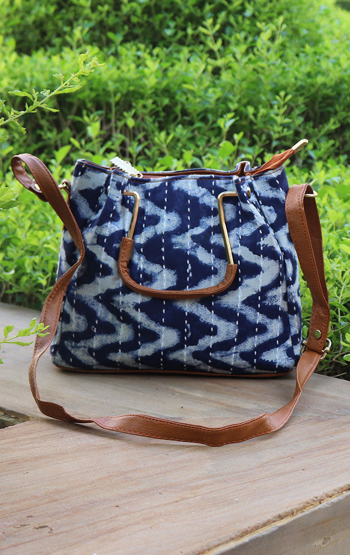 WAVES FROM A BEACH HANDBAG WITH HANDLE AND SLING