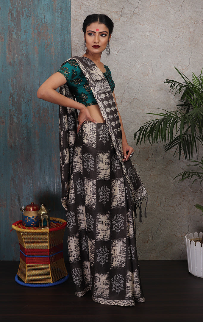 Square-printed Saree in White & Grey