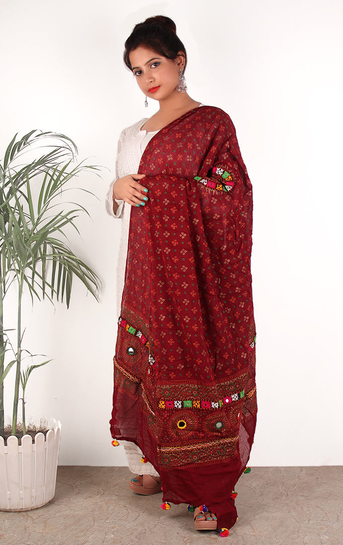GRACE OF A QUEEN BANDHANI  PRINT DUPATTA IN MAROON