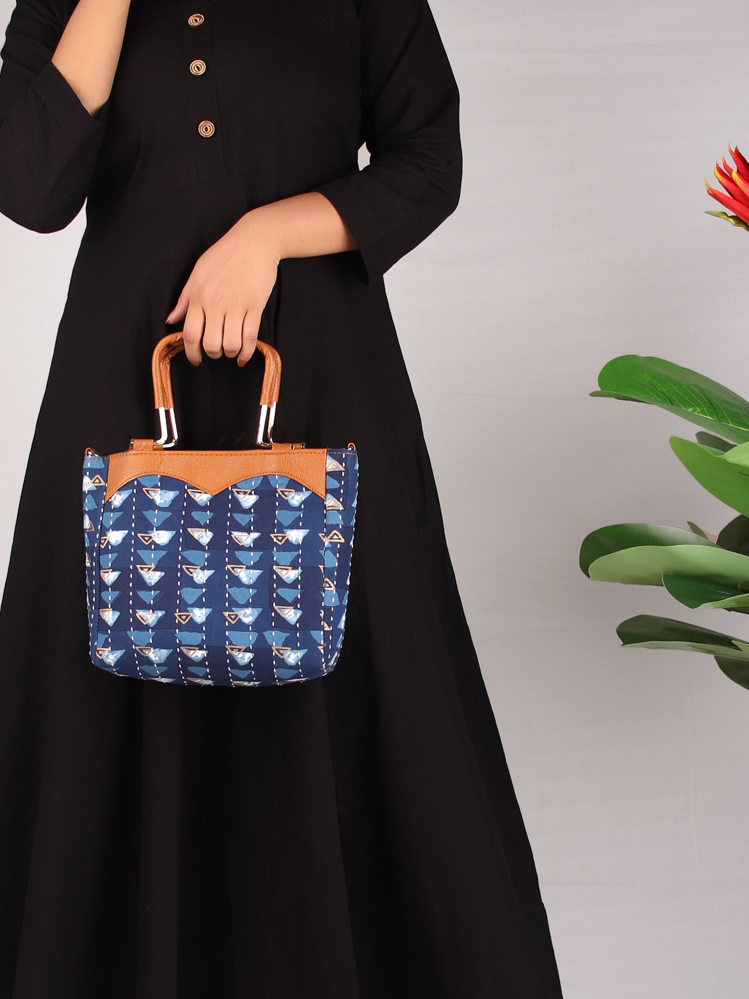 BLUE PYRAMID PRINT HANDBAG WITH HANDLE
