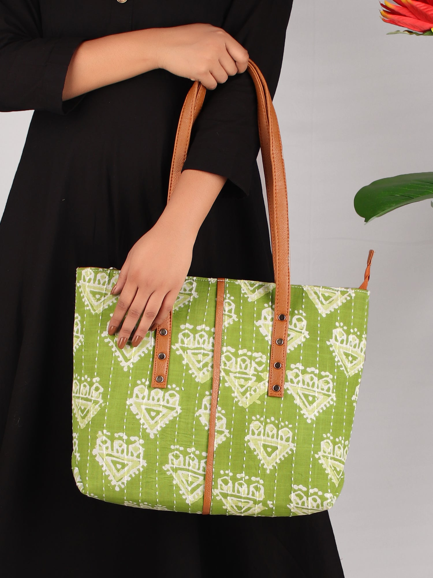 GREEN MEADOWS TOTE BAG