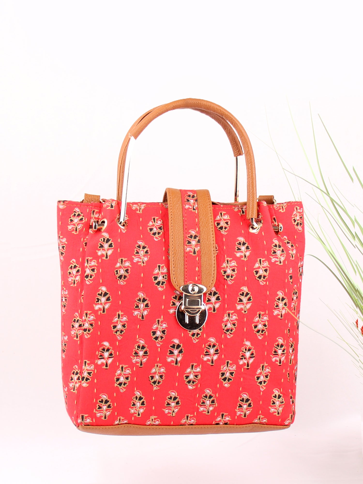 VERMILLION HANDBAG WITH ADJUSTABLE STRAP
