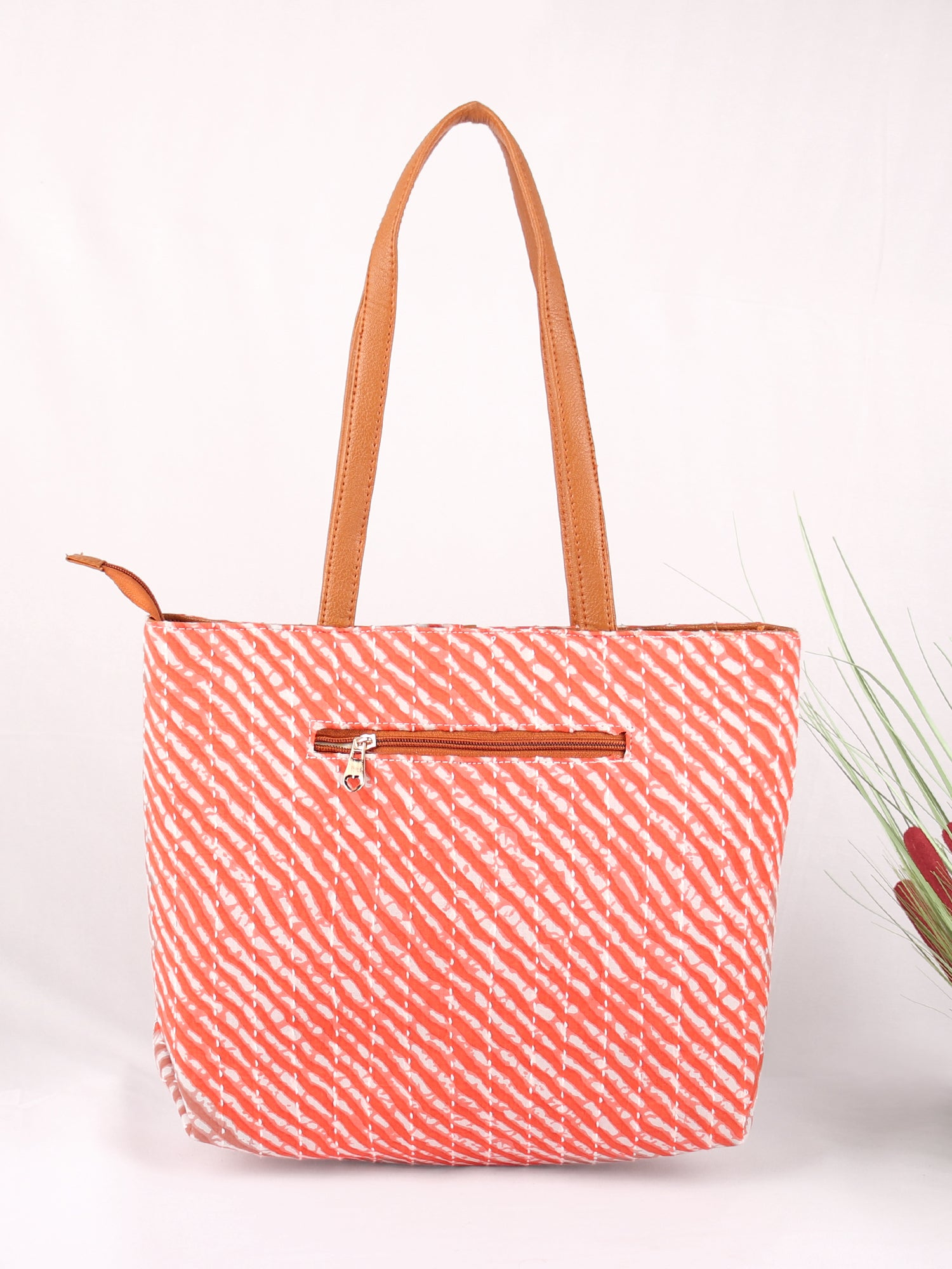 PEACHES PUNCH BLOCK PRINTED HANDBAG