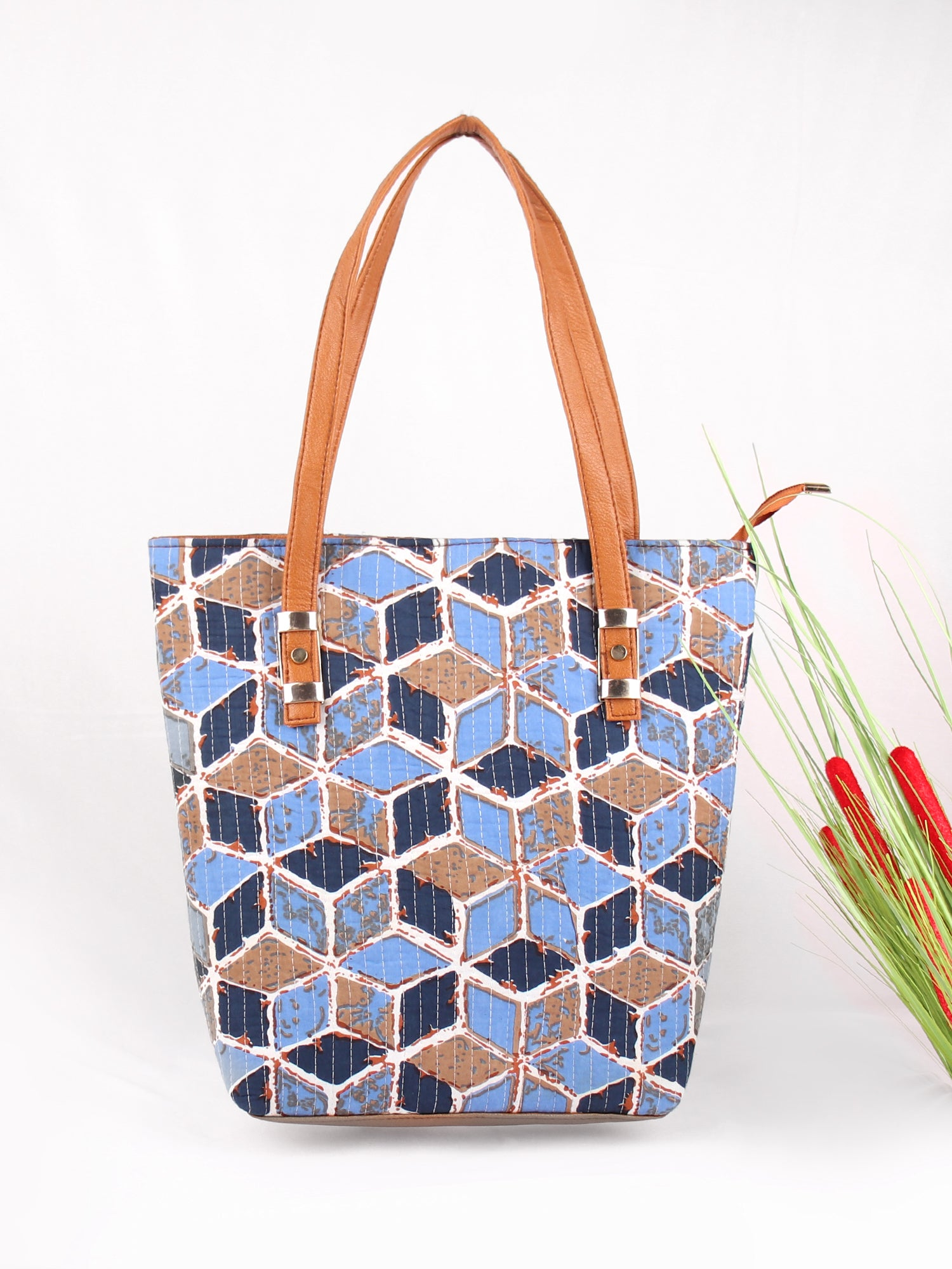 BLOCKING ATTENTION TOTE BAG