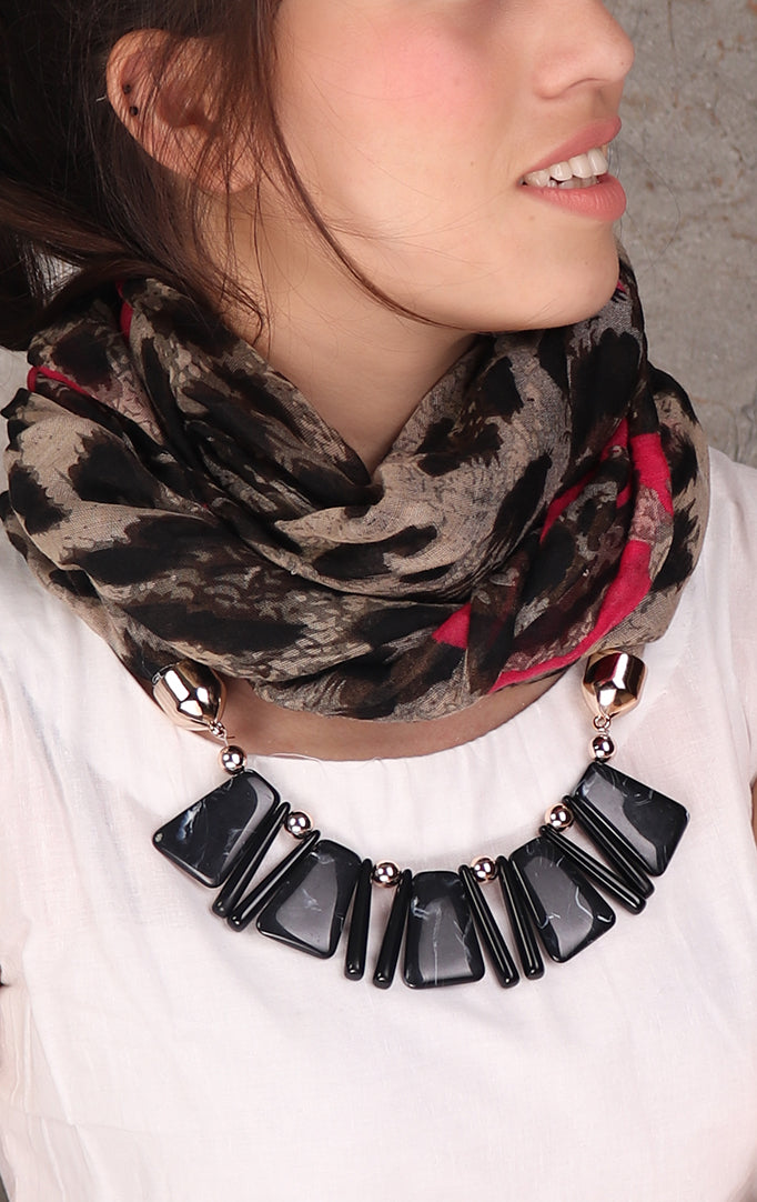 Animal print black-brown necklace stole