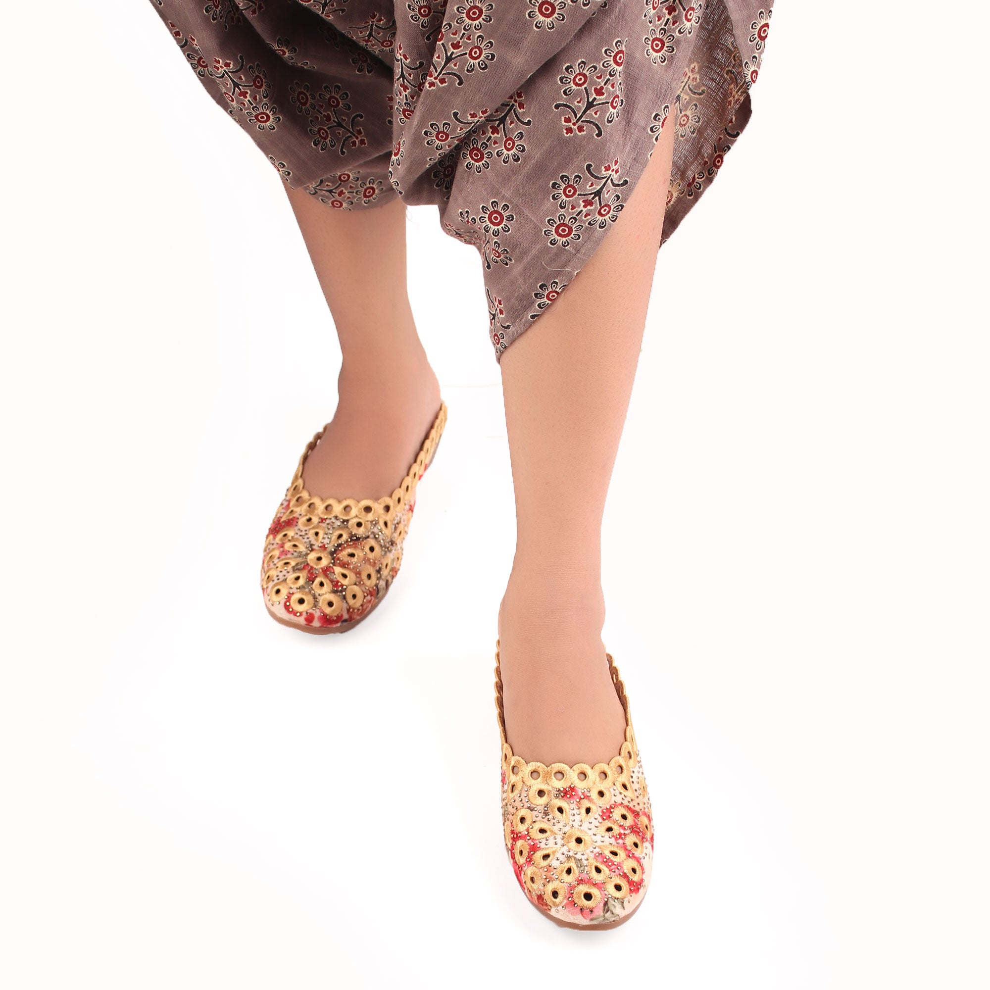 EMBROIDERED BEAUTY SANDALS IN YELLOW HUE