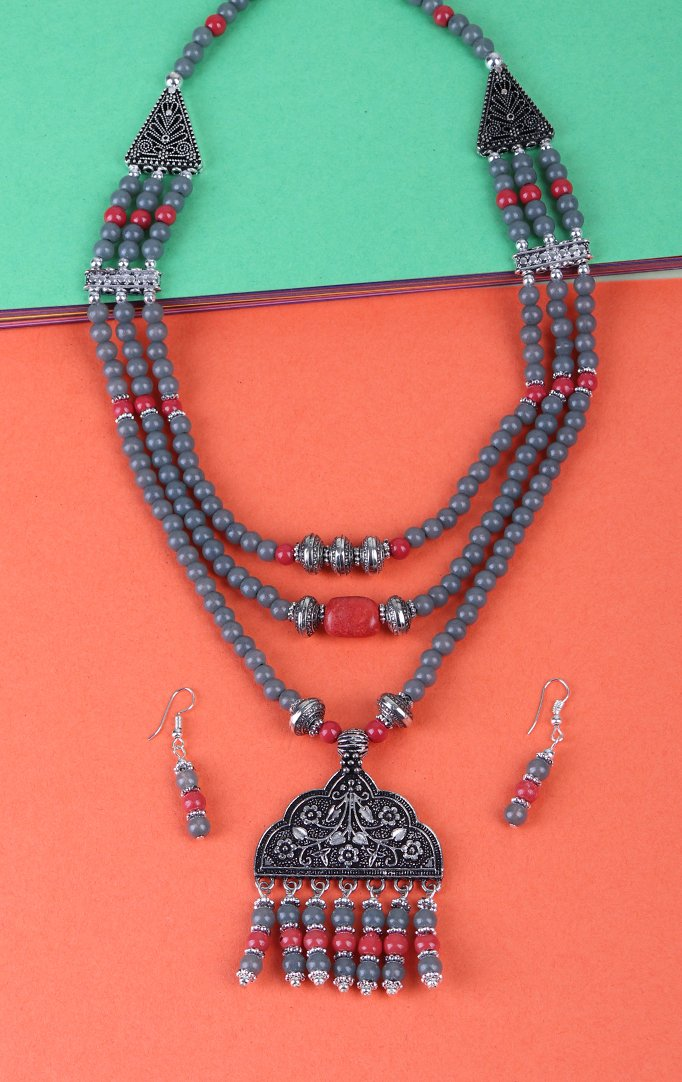 Triple Layered Blue Beaded Necklace Set in Gray