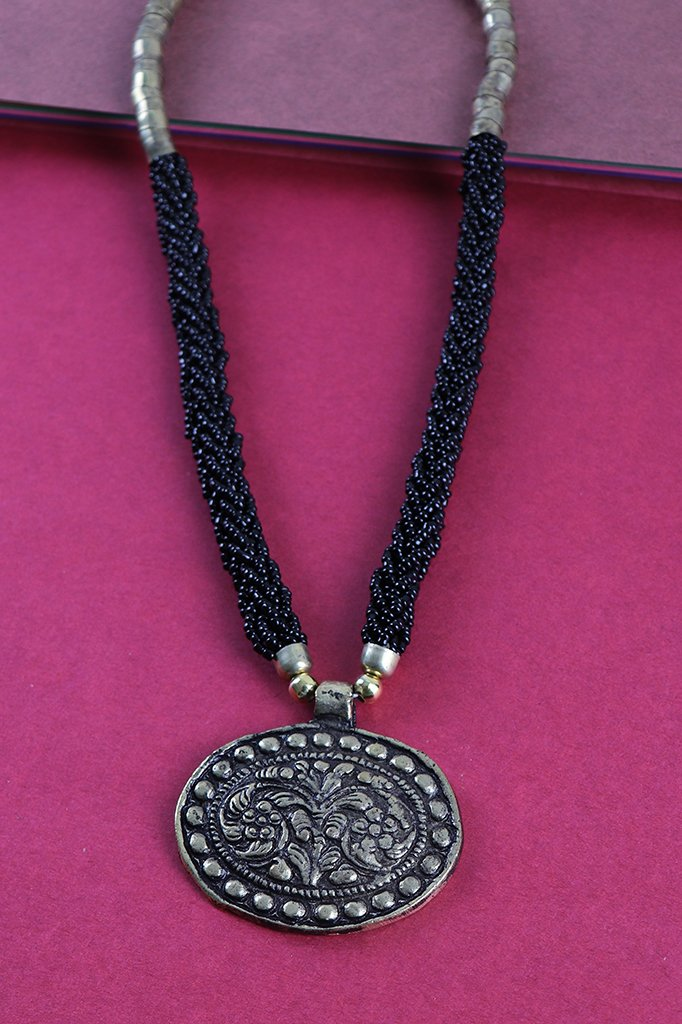 BLACK NECKLACE SET WITH OVAL PENDANT