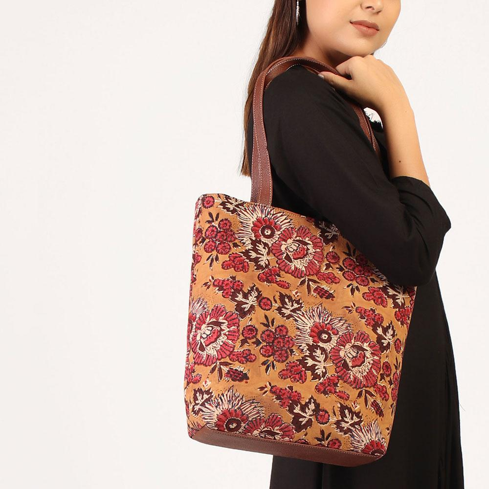 Multicolor printed tote bag
