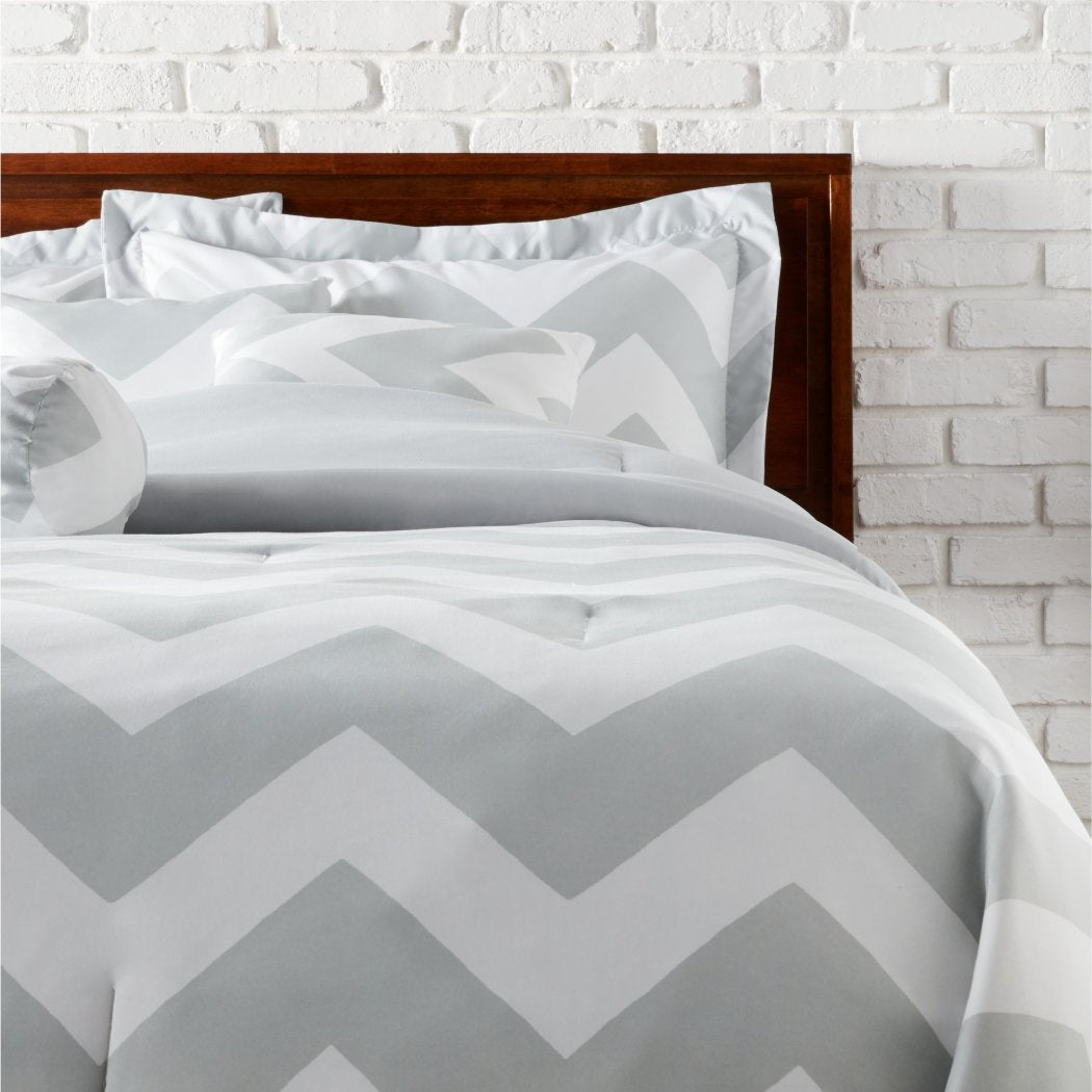 Chevron Pattern Comforter Set Zig Zag Horizontal Stripes Inspired Stylish V Shape Lines Design Soft Cozy Bedding Vibrant Vivid