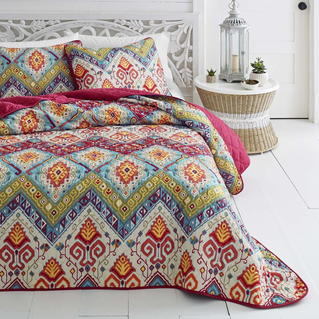 Medallian Themed Quilt Set Bohemian Hippie Boho Chic Stylish Bedding Pretty Abstract Motif Pattern Hippy Red