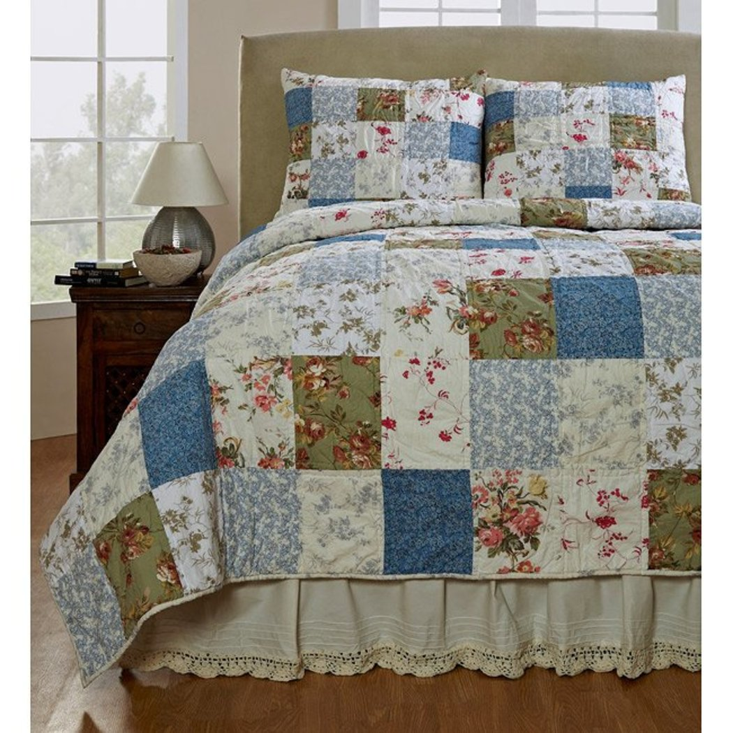 Patchwork Quilt Set Floral Country Patterened Vintage Cottage Lake House Cabin Flowers Sqaures Cotton Synthetic Fiber