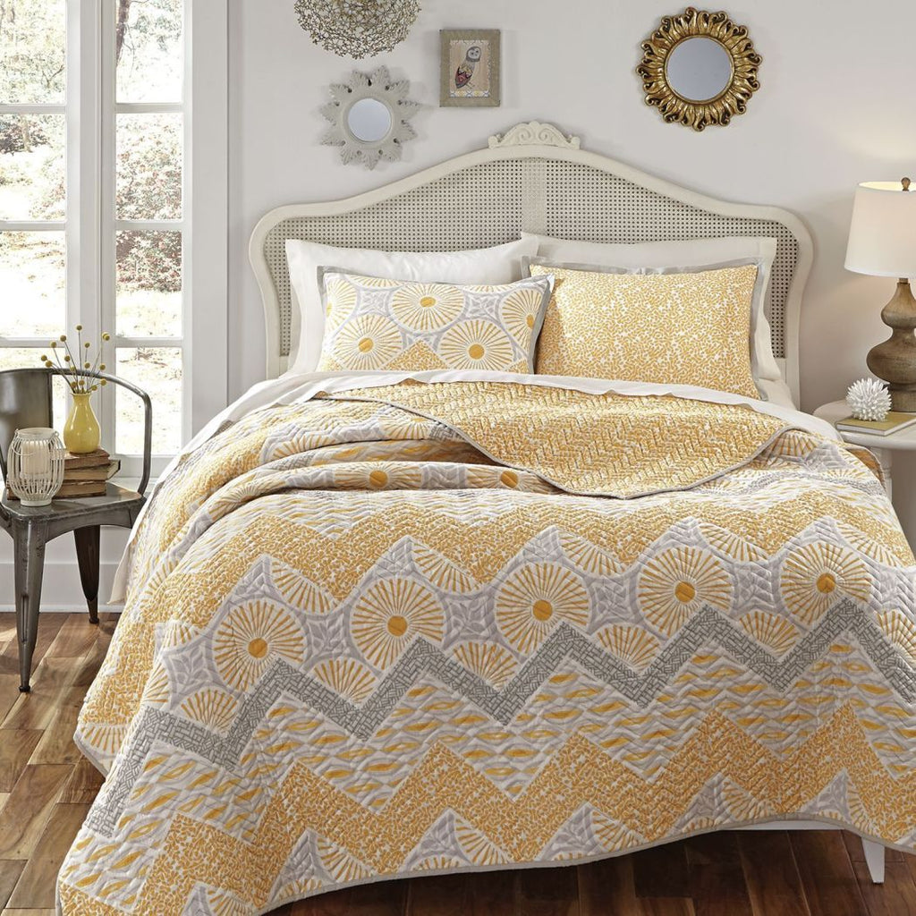 Quilt Set Zig Zag Geometric Themed Bedding Contemporary Modern Trendy Chevron Stylish Chic Pretty Circles Leaf