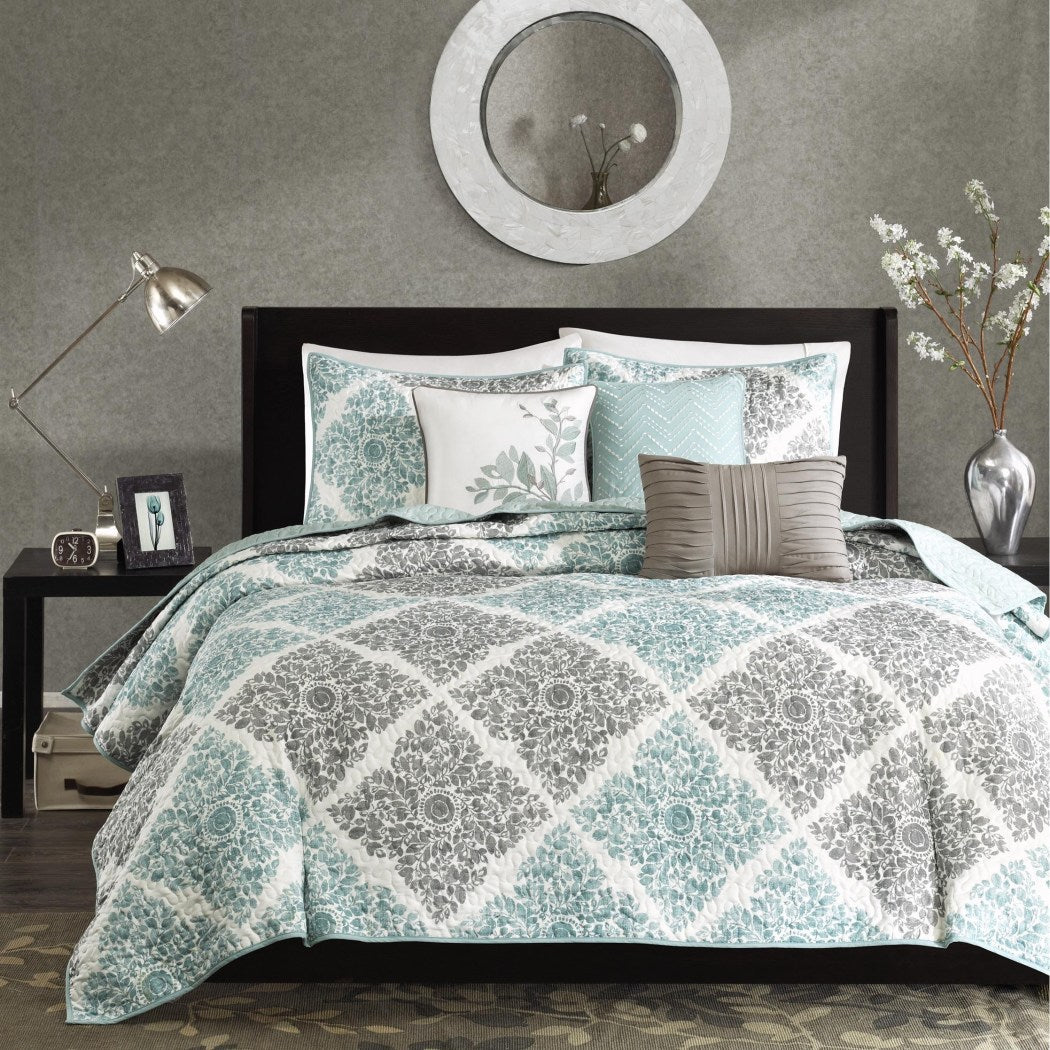 King/Cal Coverlet Set Geometric Themed Bedding Trendy Stylish Chic Modern Pretty Leaf Elegant Floral Diamond