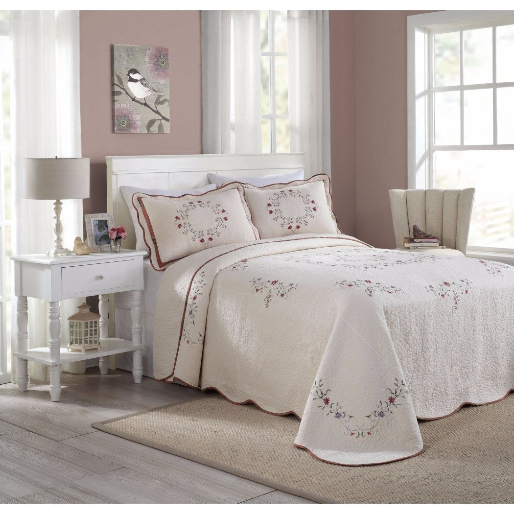 Off Floral Oversized Bedspread Trim Classic Bedding Vintage Quilted Motifs Hangs Floor Extra Long Wide Old Fashioned Pattern Cotton Polyester