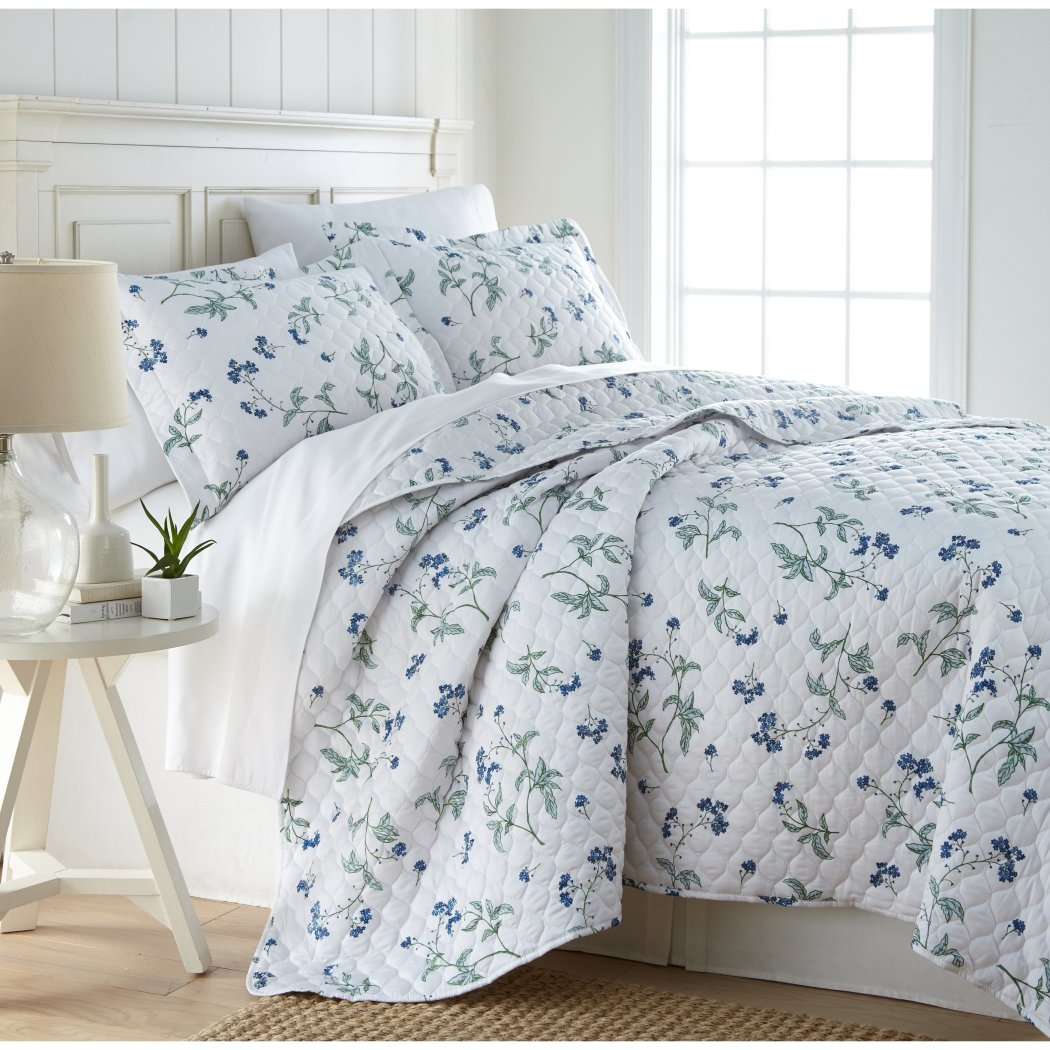 Floral Quilt Set French Country Motif Flower Pattern Bedding Contemporary Beach Spring Theme Bedspread Lake House Cottage Summer Season Sateen Cotton
