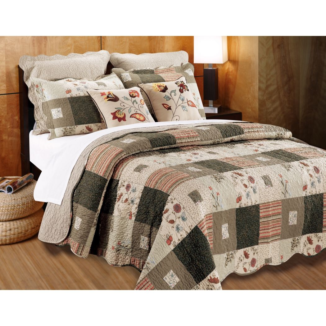 Oversized Southwest Theme Quilt Set Patchwork Floral Plaid Pattern Bedding Oversize Scalloped Edges South West Cabin Lodge