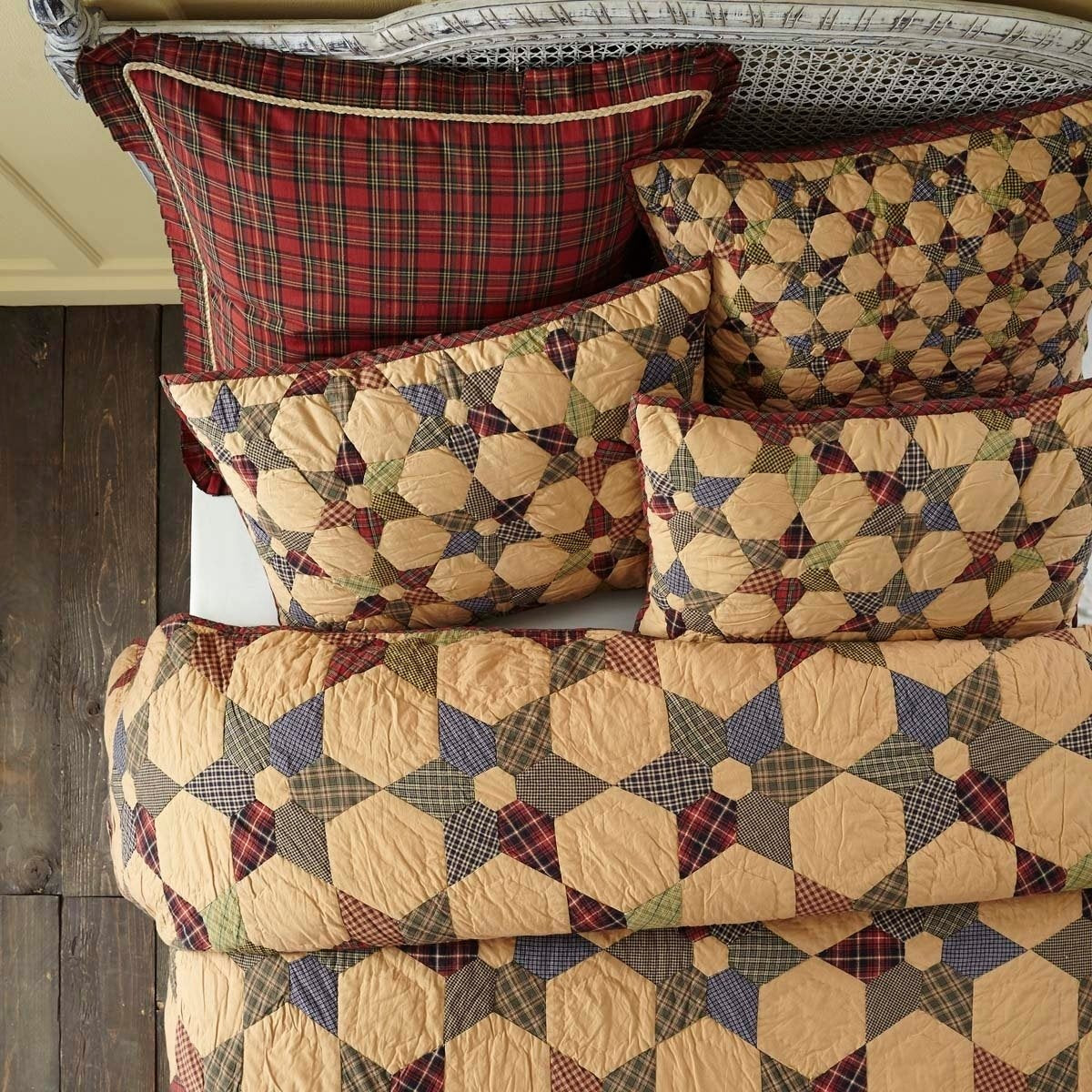 Tartan Patchwork Pattern Quilt Plaid Lodge Primitive Cabin Star Hexagons Geometric Western Adult