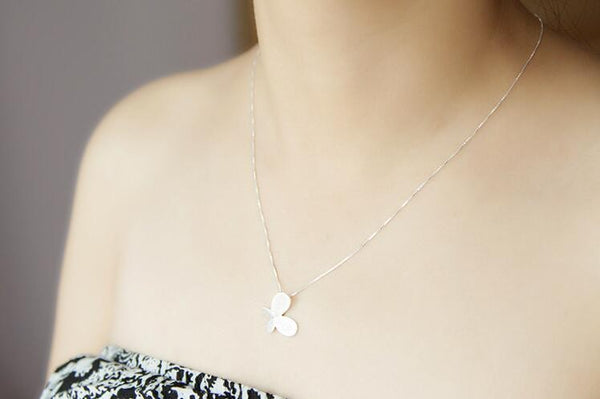 Delicate Butterfly Pendant Necklace - primatrends.com