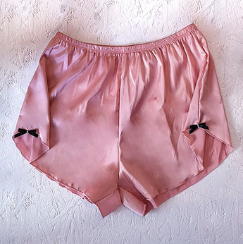 color-cipria-lingerie-mecedora-vita-alta-culotte-satin-shorts-high-waist-detail