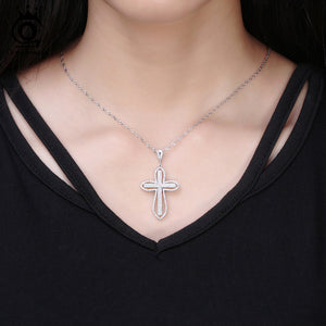 Diamond Cross Pendant Necklace - GenieMania