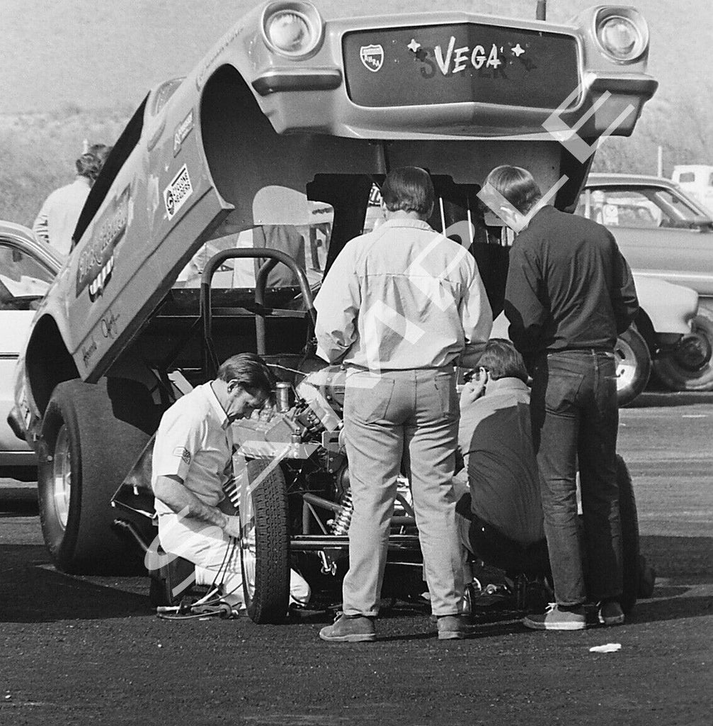 "8 x 10"" B&W Photo Of Dickie Harrell Working On His Vega Funny Car"