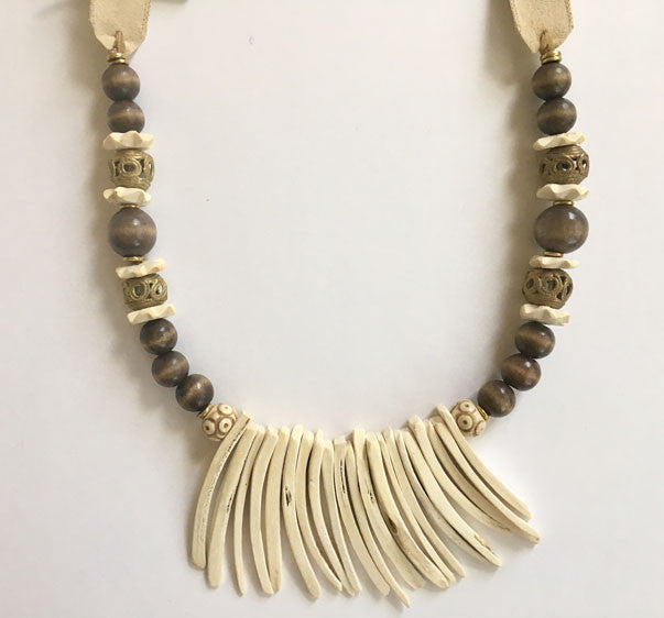 R & R White Fringe Necklace