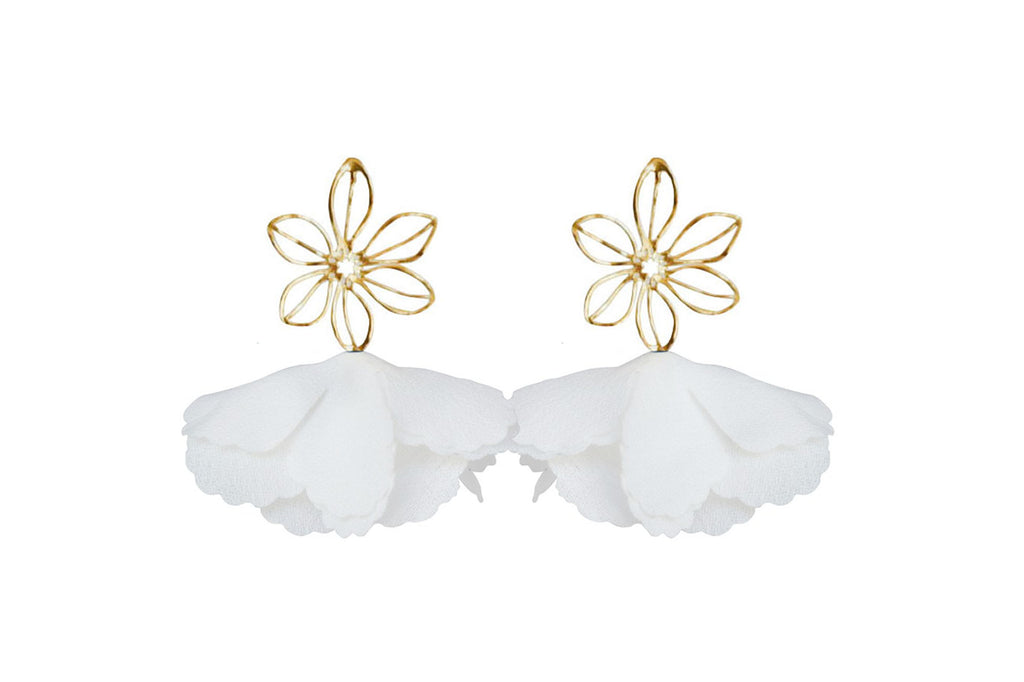 white wire flower flutter