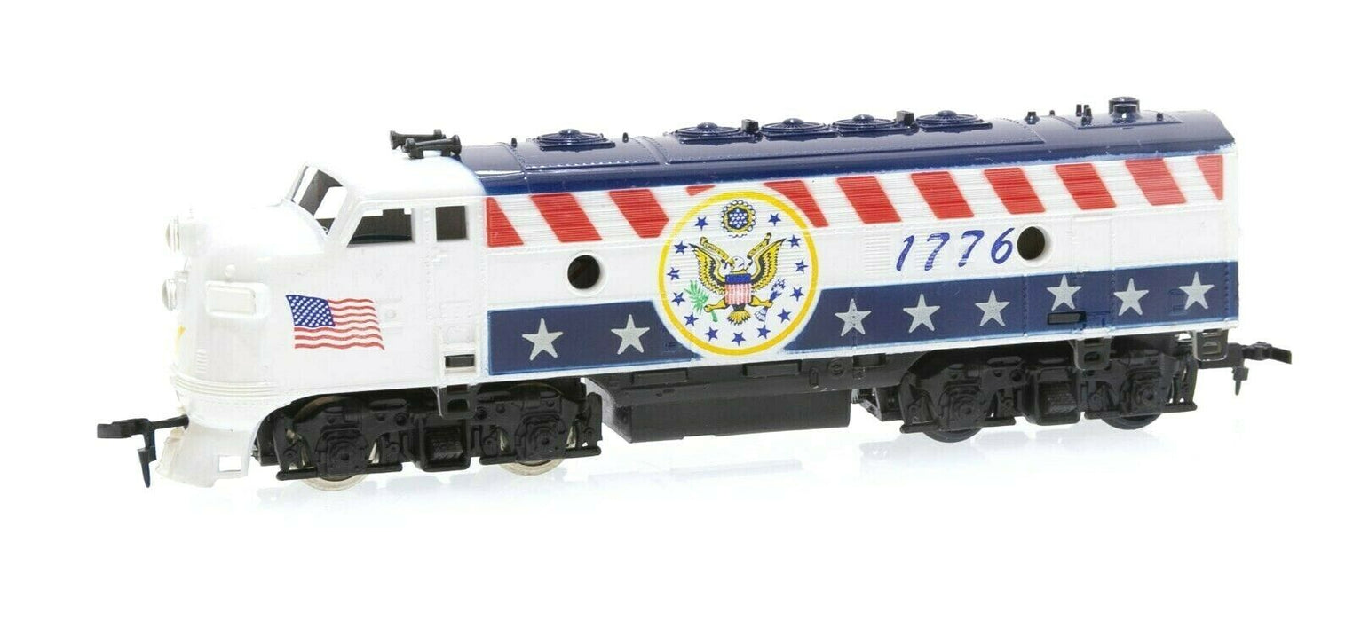 [9-piece] HO Spirit of 1776 Train Lot: 3 Locomotives & More Tyco AHM Life-Like
