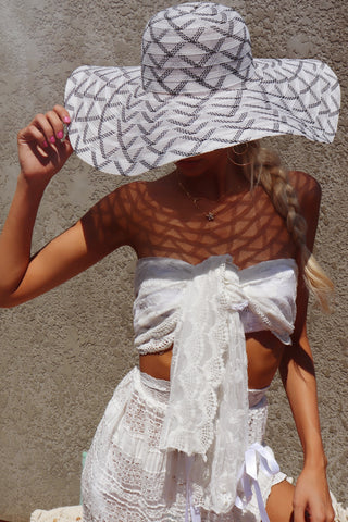 Lace Wrap White French Daisy Scarf/Top