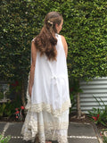 pretty white vest with lace all around Italian style