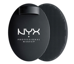 NYX - On The Spot Brush Cleansing Pad
