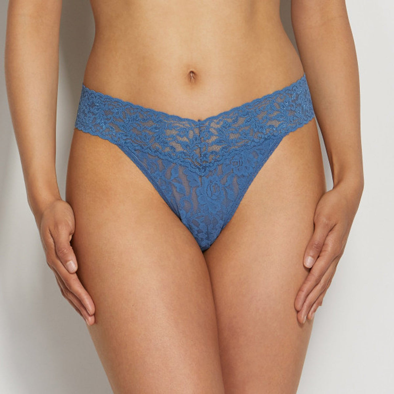 Original Thong Rolled-Signature Lace