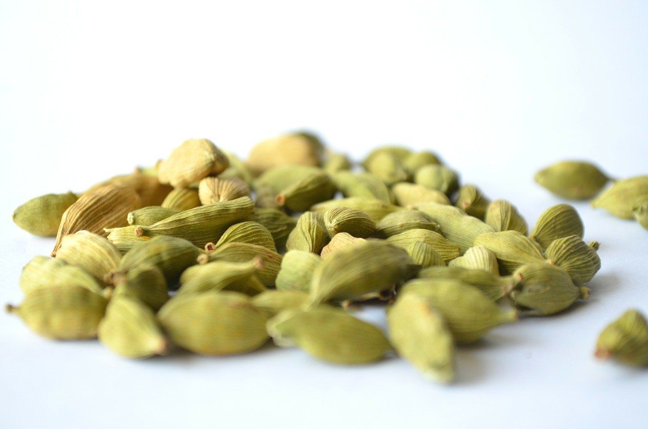 Cardamom Benefits, Uses, Side Effects