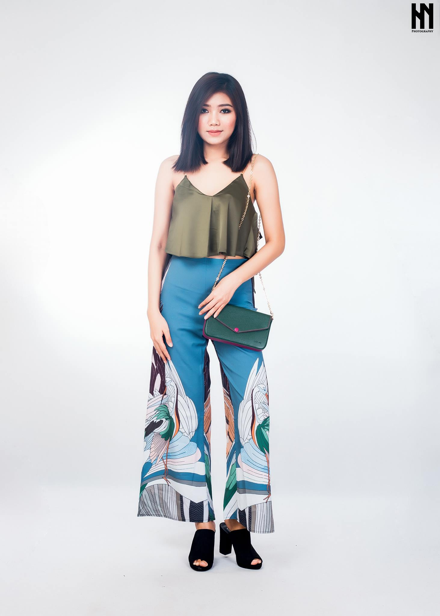 83f281a2c471d Abstract print flare pants - Fashmob