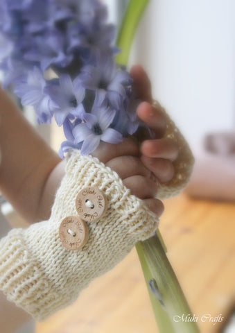 Knitting pattern basic fingerless gloves Kelly