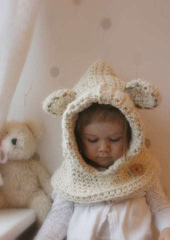Crochet pattern hooded cowl Polar bear Bessy