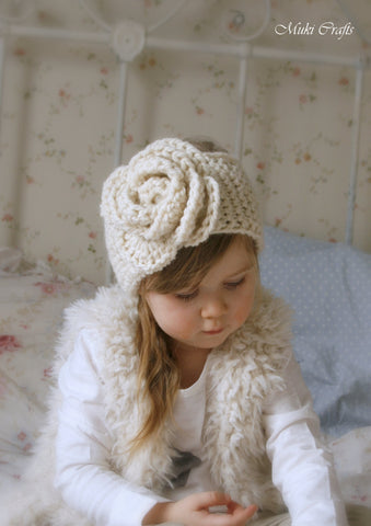 Knitting pattern simple headband Nelly