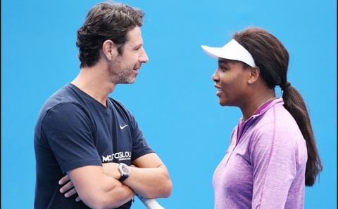 Patrick Mouratoglou and Serena Williams on a tennis court