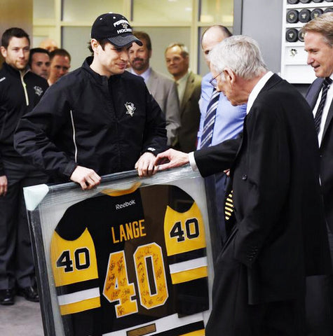 Mike Lange Getting Jersey from Sid 8x10 - Unsigned